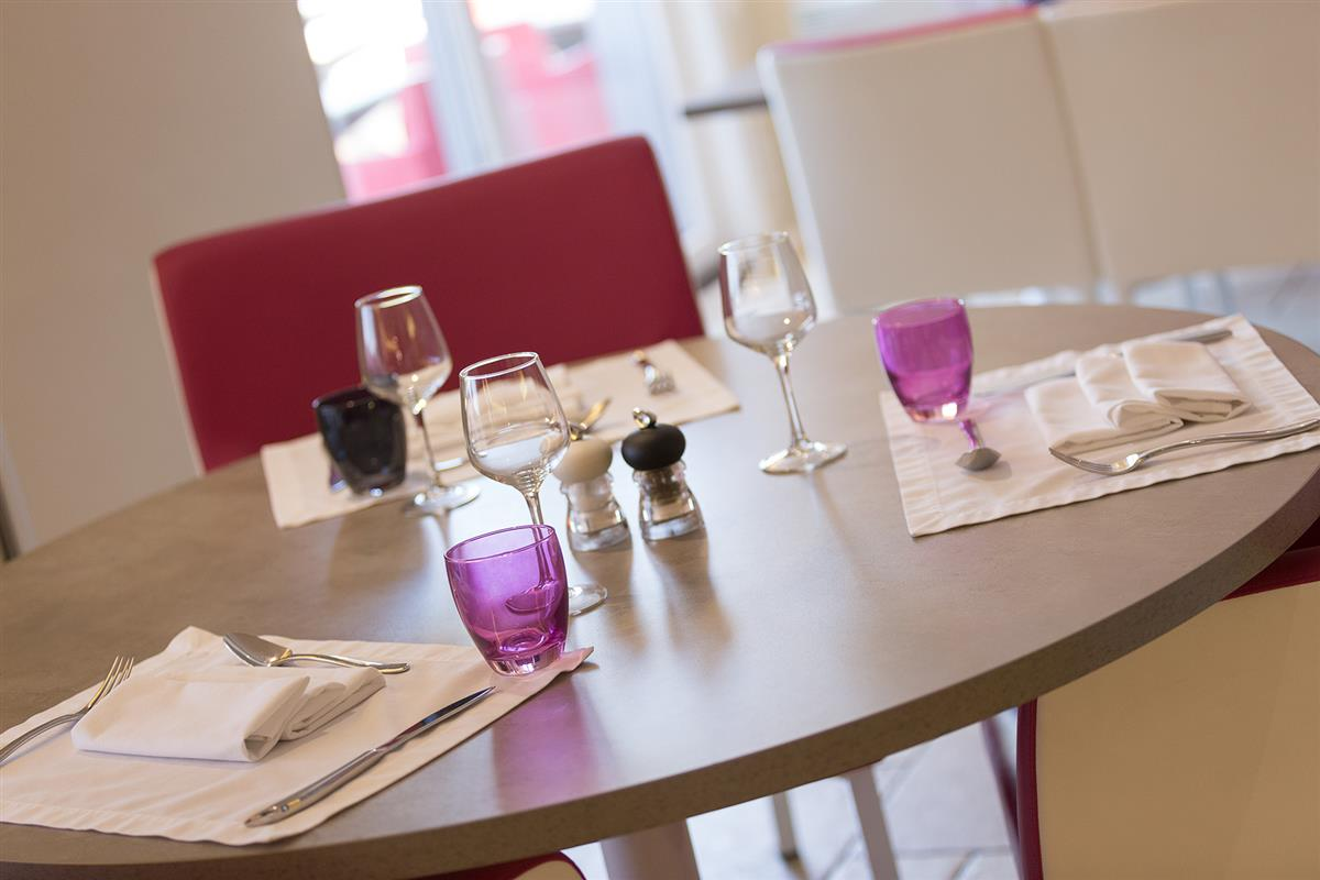 Groovy Dining For Seminars Le Mans Seminars Le Mans Hire Of Pdpeps Interior Chair Design Pdpepsorg